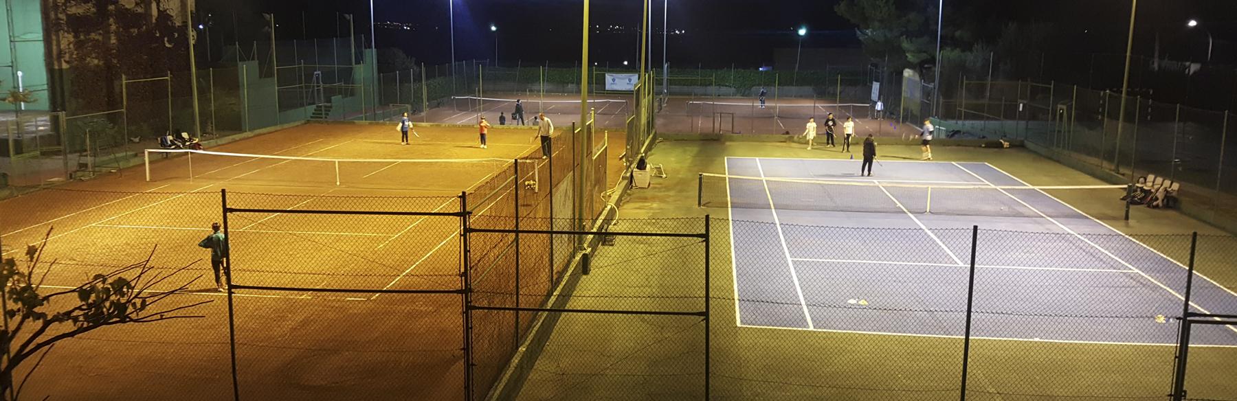 Instalaciones de noche escuela tenis 92